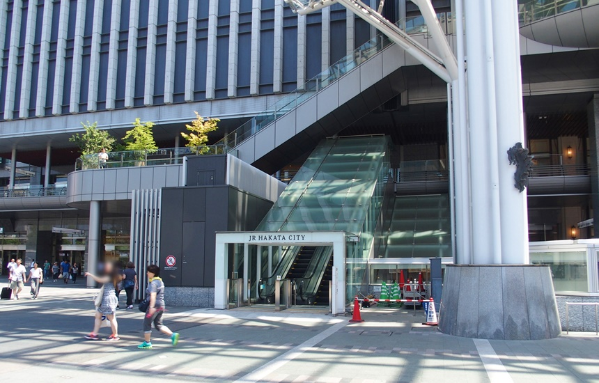 JR博多シティ3階デッキ1